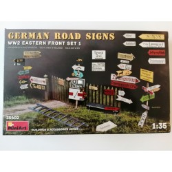COD. MIN35602 GERMAN ROAD SIGNS WWII EASTERN FRONT. ESC 1/35