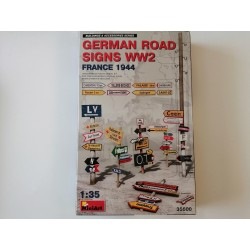 COD. MIN35600 GERMAN ROAD SIGNS WWII FRANCE 1944. ESC 1/35