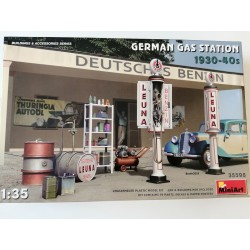 COD. MIN35598 GERMAN GAS STATION 1930-40. ESC 1/35